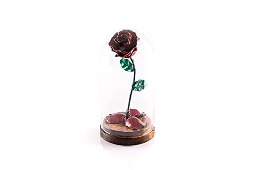 Rosa Eterna de Hierro Forjado La Bella y La Bestia con pétalos caídos en cúpula de cristal sobre base de madera (Rojo/Verde)