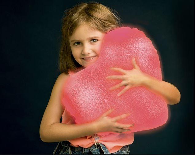cojín molón luminoso forma corazón